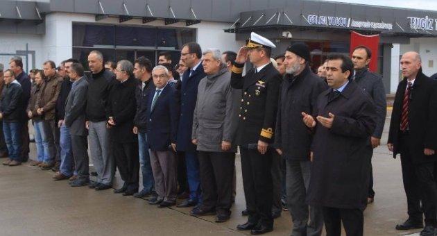 Başkan Karaosmanoğlu, Şehit Polis Memurunun Naaşını Karşıladı