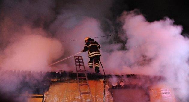 Çıkan yangın tüm mahalleliyi isyan ettirdi