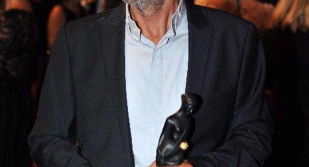 """En iyi erkek oyuncu ödülünün sahibi Menderes Samancılar: """"Ödülümü çocukları kıyılara vurulan Suriyeli komşularımıza adadım"""""""