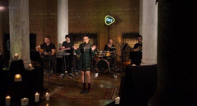 Fizy, ilk özel video çalışmasını Fatma Turgut'la gerçekleştirdi