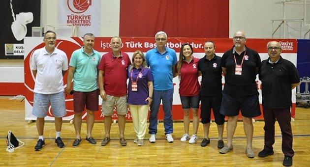 Kuşadası'nda Yapılan 10. Basketbol Antröner Gelişim Semineri Tamamlandı