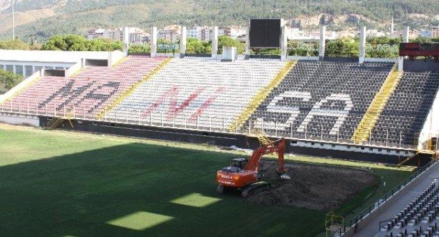 Manisa 19 Mayıs Stadının Zemini Yenileniyor