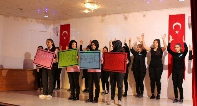 Mustafa Kın Kız Meslek Lisesinden engellilere jest