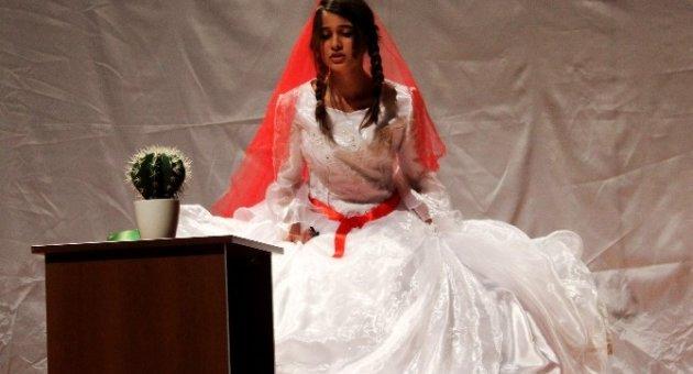 Özgecan Arslan'a Adanan Oyun 'Kaktüs'e Büyük İlgi