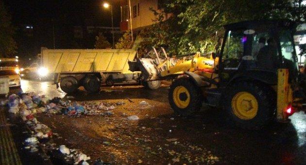 Sur'da çöpler toplanmaya başladı