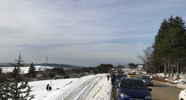 Uludağ'da kar üstünde mangal keyfi